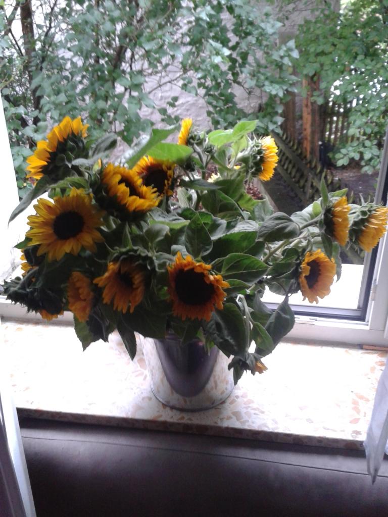 Blumengeschenk am Gemeindefest
